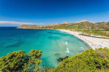 Ostriconi Strand mit den Wüsten des Agriates hinter in der Balagne Region im Norden Korsikas