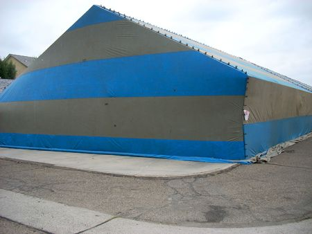 this is a shot of a fumigation tent Imagens