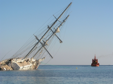 Sinking Yacht pull by tug boat