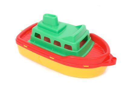 giocattolo di plastica barca sul fondo bianco