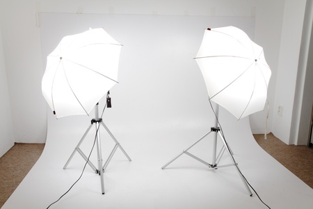 photo studio background: small photo studio with two lights