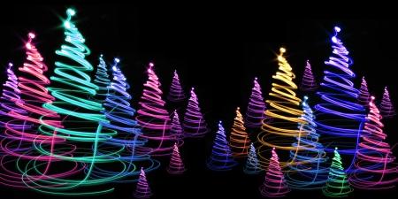 非常に素敵な休日の背景としてクリスマスの森
