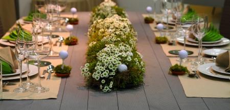 スポーツや食品の背景と非常に素敵な結婚式ゴルフ表