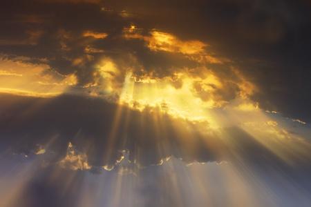 alabanza: la textura de las nubes de la puesta de sol playa en T�nez Foto de archivo