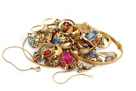joyas de oro: joyas de oro aislado en el fondo blanco