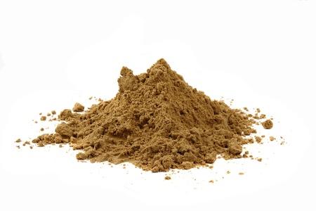 흰색 배경에 고립 된 노란색 모래