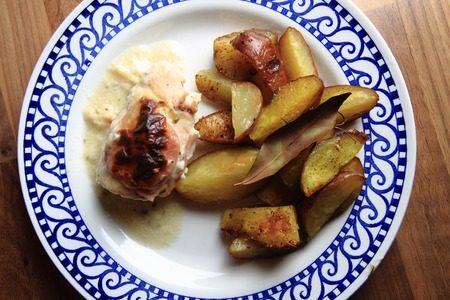 chicken meat: fried potatoes and chicken meat as gourmet food