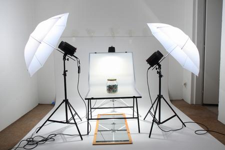 kleine makkelijk fotostudio met twee lampen