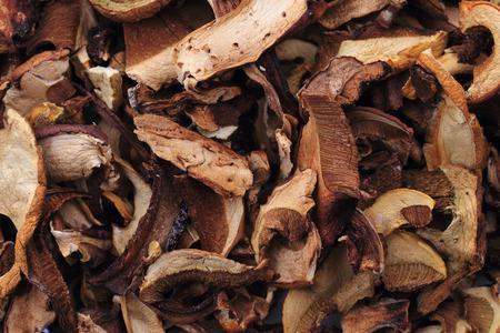 nice food: сушеные съедобные грибы как приятный фон пищи