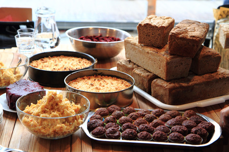 nice food: домашняя еда хлеб, яблочный пирог и шоколадный десерт, как приятный фон еды