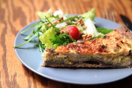 nice food: киш (продукты питания из Франции), как очень хороший фон пищи