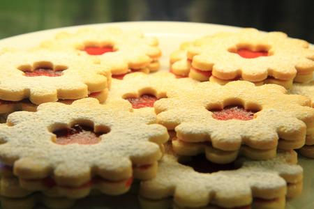 nice food: печенье с клубничным джемом как приятный фон пищи