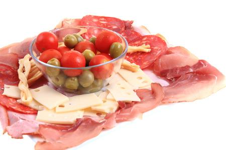 jamones: jamón queso tomate de oliva tan fácil cena aislado en el fondo blanco