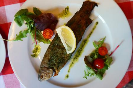 nice food: жареная рыба форель, как очень хороший фон пищи Фото со стока