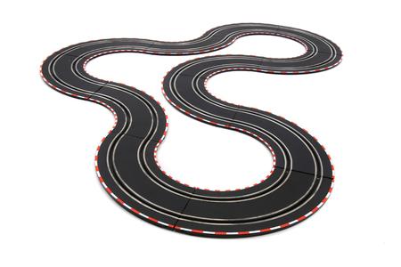 Juguete de carrera de pista aislado en el fondo blanco.