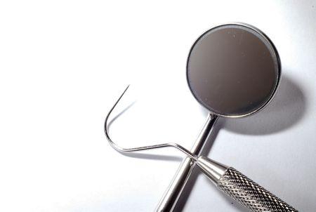 schnitzer: Isolierte Reihe von Zahnarzt tooks auf wei�em Hintergrund
