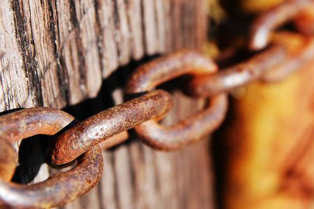 withhold: chain around a wooden post Stock Photo