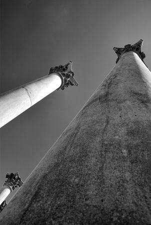 towering: Torres de pilares