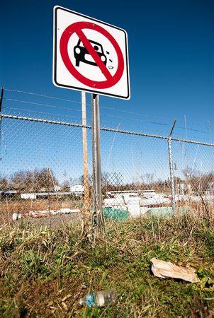 tirar basura: Tirar basura signo Foto de archivo