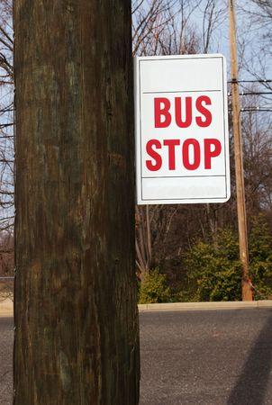 fermata bus: Alla fermata del bus segno