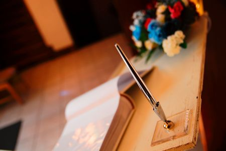 to attend: wedding guest pen Stock Photo