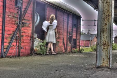 angel de la guarda: �ngel de la guarda de un viejo tren Foto de archivo