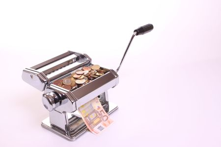 whithe: M�quina Pasta convierte monedas en billetes en un contexto Whithe con copia espacio