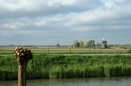 schermerhorn: Traditional old windmills near the village of Schermerhorn in Holland
