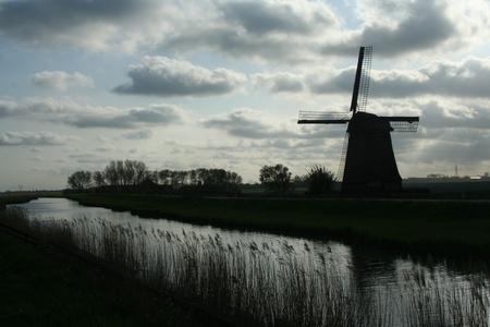 schermerhorn: Traditional old windmills near the village of Schermerhorn in Holland