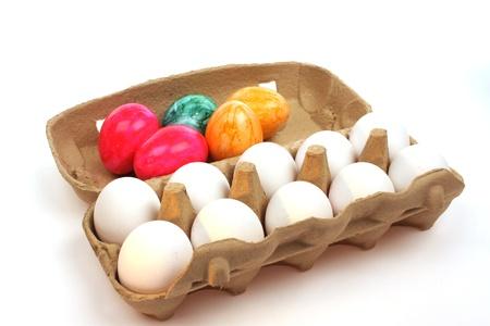 whithe: Huevos en un cuadro aislado contra un backgroud whithe Foto de archivo