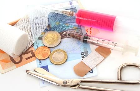 under fire: El euro est� bajo el fuego e investigar a fondo Foto de archivo