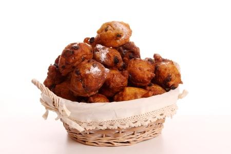 Een Oliebol is typisch Nederlands en wordt alleen gebakken gedurende te dagen tussen Kerstmis en Nieuwjaar Stockfoto
