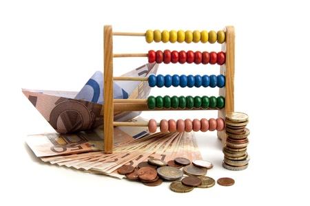 Euro onder druk in de financiële wereld op een witte achtergrond Stockfoto