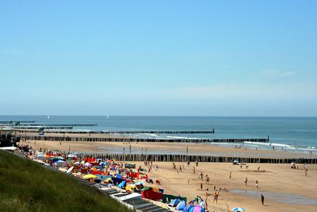 Domburg, Zeeland, giugno, 2016: spiaggia e dune della località balneare Archivio Fotografico - 76300548