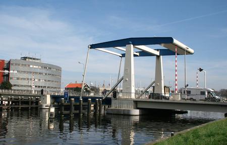 Den Helder, juli 2016: Draw-bridge Havenweg Redactioneel