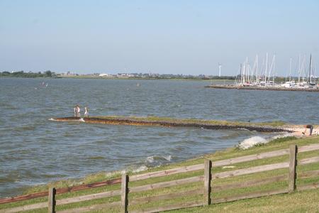 recreatie op de Westzee -dijk Stockfoto