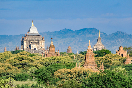 Beautiful morning ancient temples and pagoda in the Archaeological Zone, landmark and popular for tourist attractions and destination in Bagan, Myanmar. Asia Travel concept 版權商用圖片