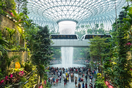 The Giant water fall HSBC Rain Vortex and beautiful green nature Shiseido Forest Valley in the Jewel Changi Airport, link to terminal Changi international Airport in Singapore; Singapore, 11 May 2019 Publikacyjne