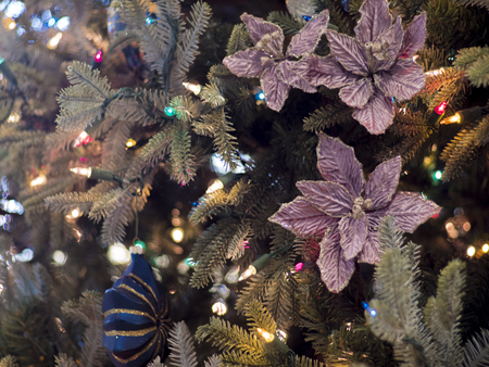 Christmas Tree with Flowers and Ornaments Archivio Fotografico