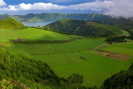 View over Sete Cidades Lakes on a cloudy day, Sao Miguel Island, Azores, Portugal 免版税图像