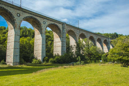 Train viaduct in Altenbeken, North Rhine Westphalia, Germany. Old stone railway surrounded by green park Banque d'images