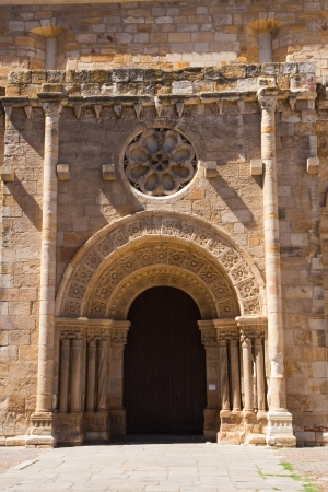 zamora: Southern facade of the Romanesque church of San Juan de Puertaneva, Zamora, Spain  Stock Photo