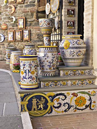 Traditionelle Keramikwerkstatt im Dorf Deruta, Italien Standard-Bild - 35149009