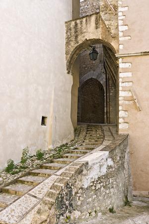 Porta del Cieco, Trevi, nei pressi di San Costanzo chiesa (XIII secolo) Italia Archivio Fotografico