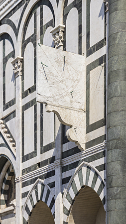 astrologie: Sundial on the facade of Santa Maria Novella, Florecia, Tuscany, Italy
