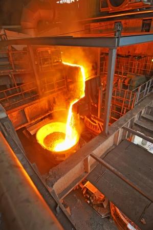 metallurgy: pouring molten steel