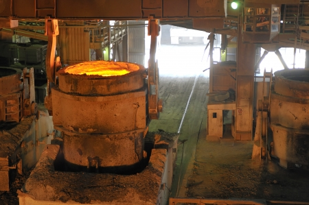Molten hot metal pouring Stock Photo - 20778121