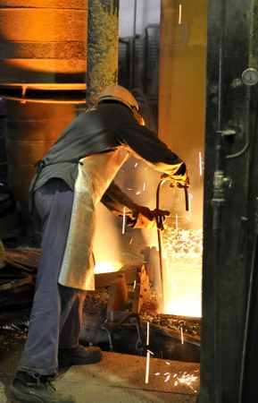 foundry: worker with hot steel