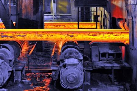 hete staal op transportband