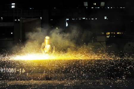 worker using torch cutter to cut through metal  Stock Photo - 16478191
